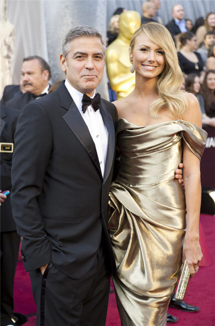 george-clooney_stacy_keibler_2012_oscars