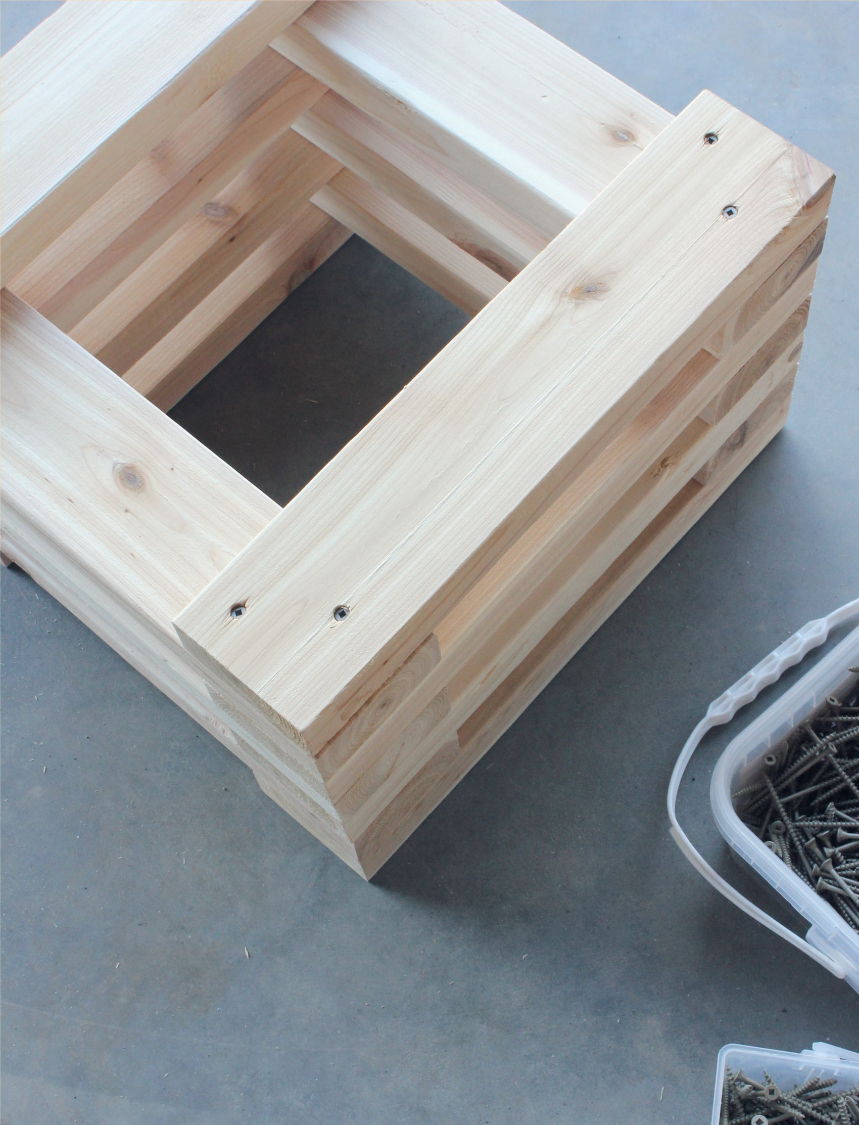 Cedar-Bench-Building-Planter