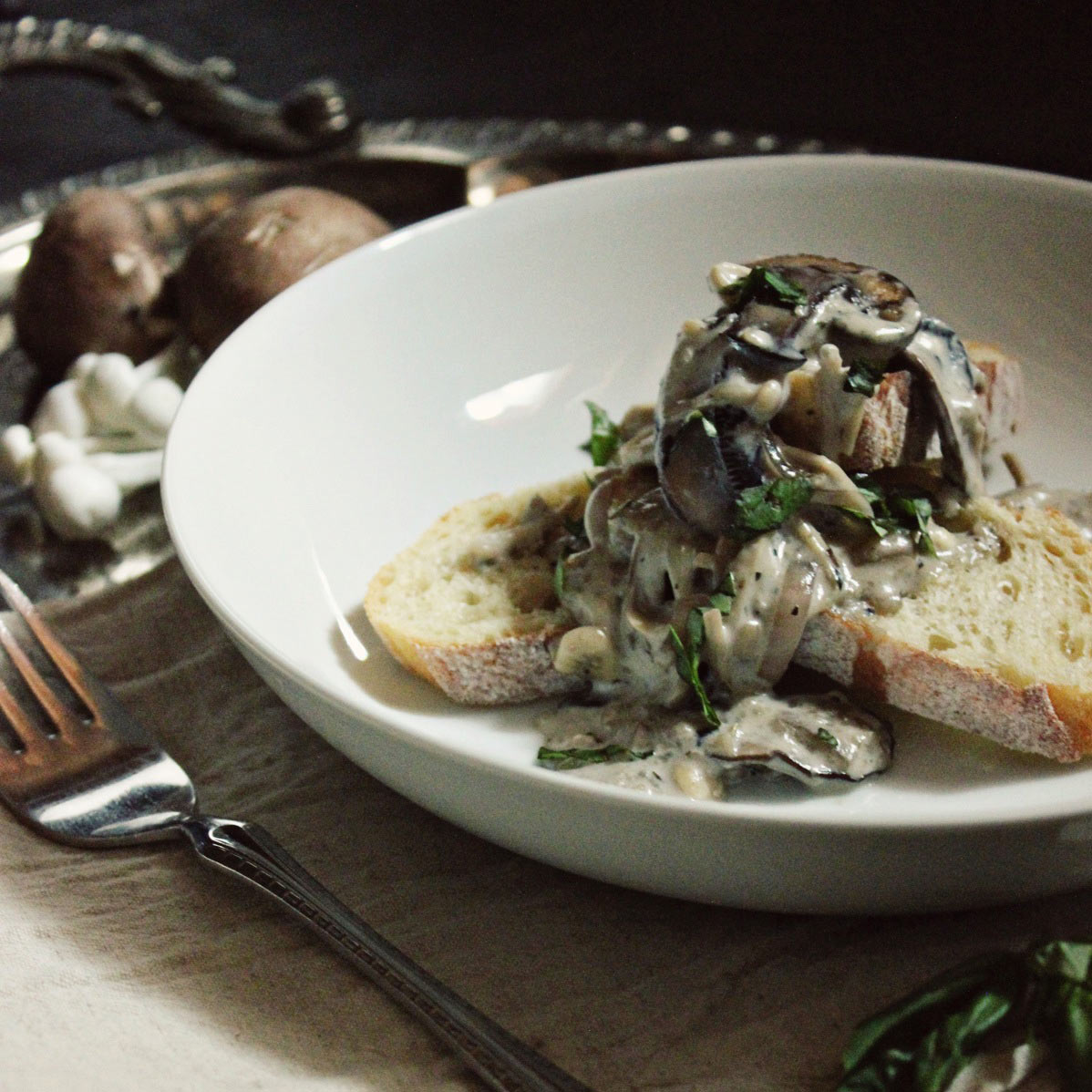 Creamy Blue Cheese Mushrooms Toasts