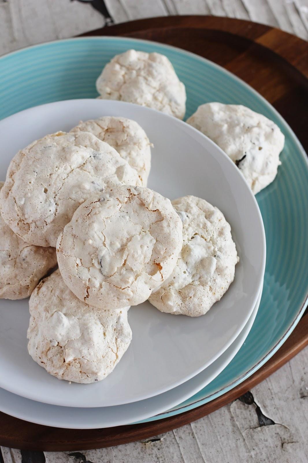 Macaroon-Meringues-Messy-Baker
