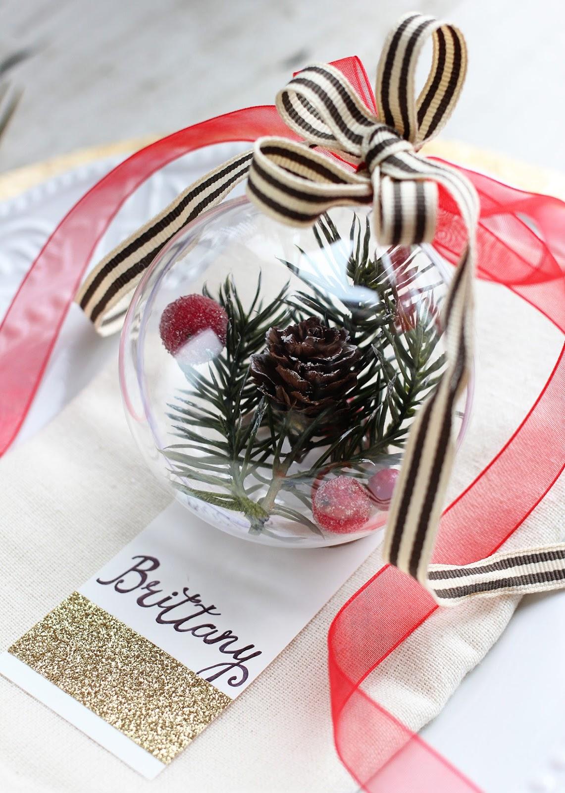 Christmas-Bulb-Placeholder-Favour