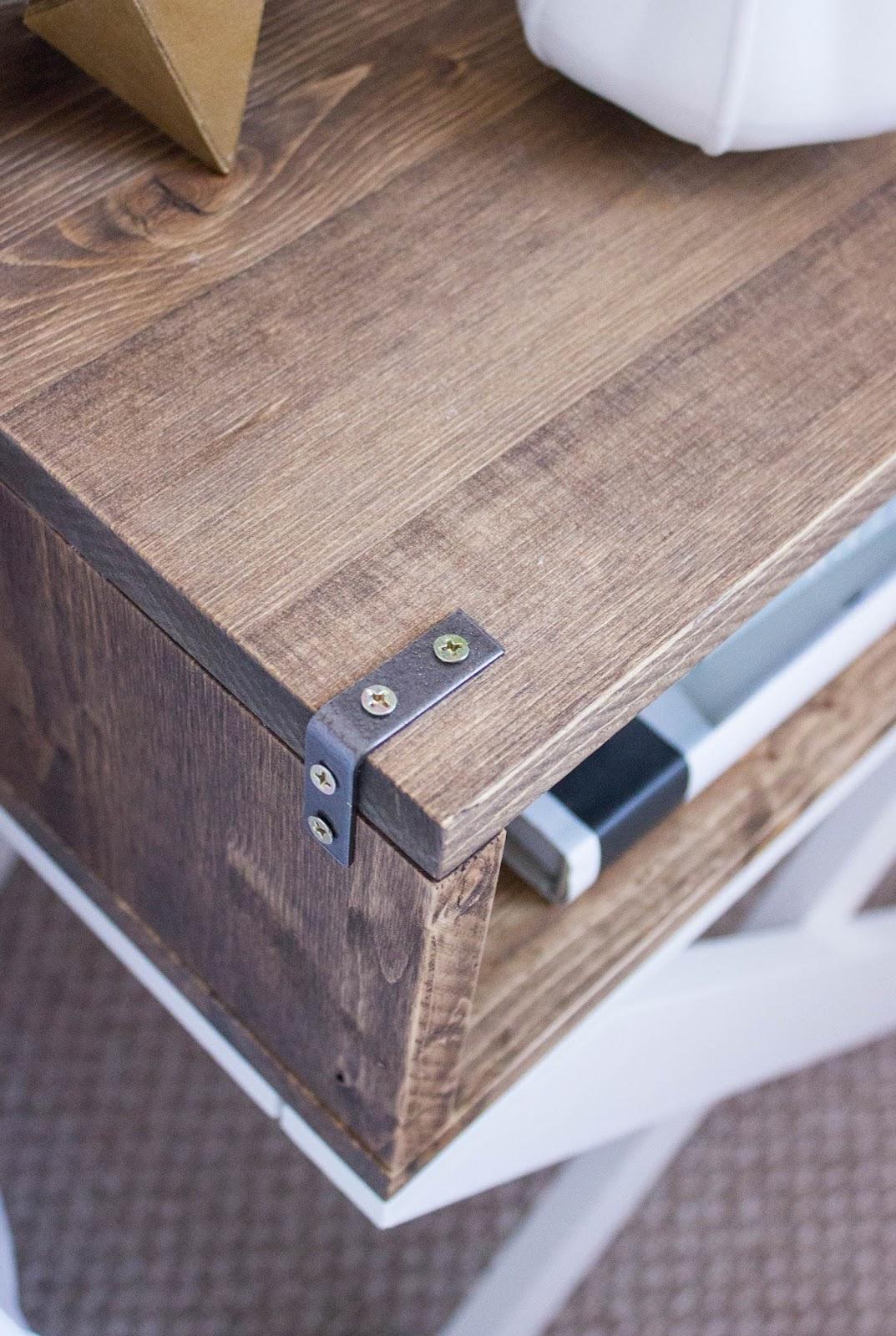 DIY-Nighstand-Rustic-Details