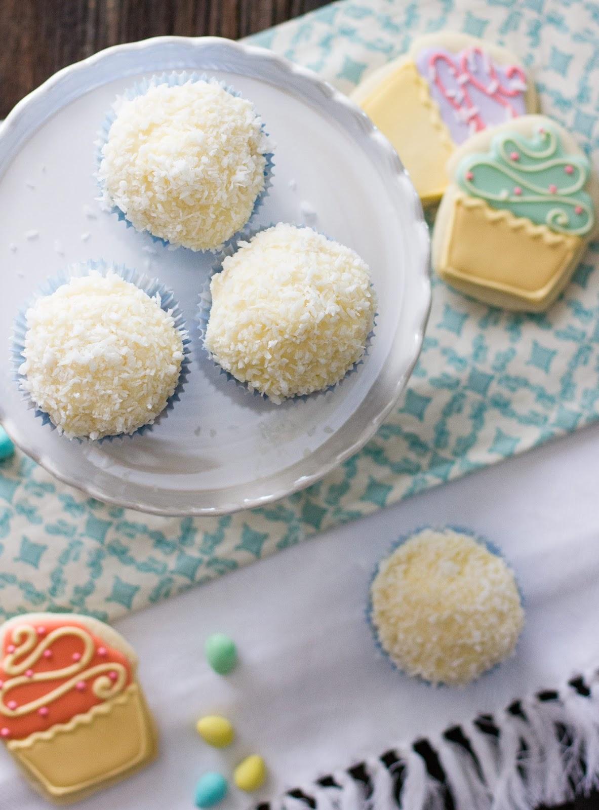 Coconut-Bunny-Tail-Vanilla-cupcakes