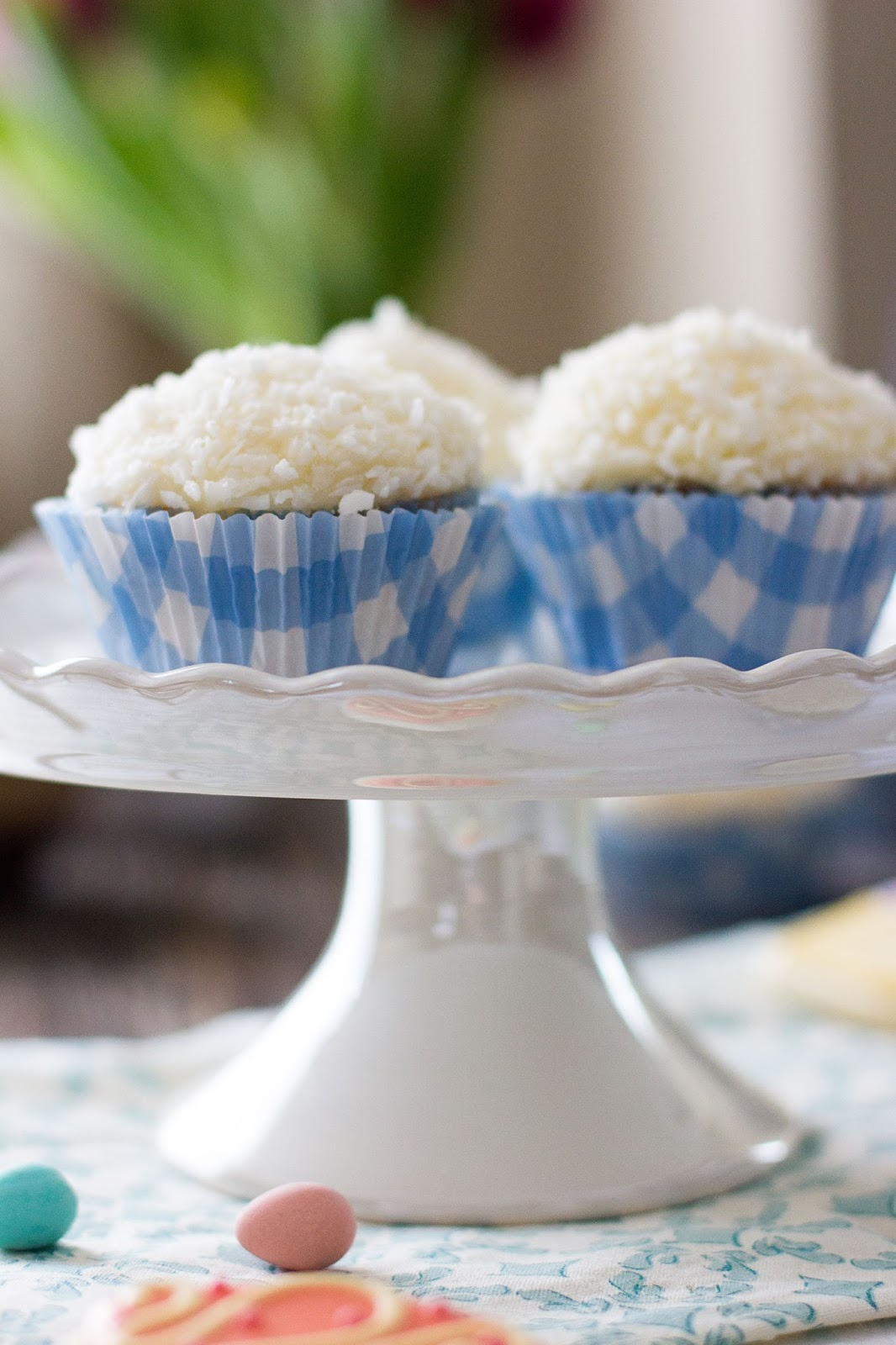 Vanilla-Cupcakes-Stand