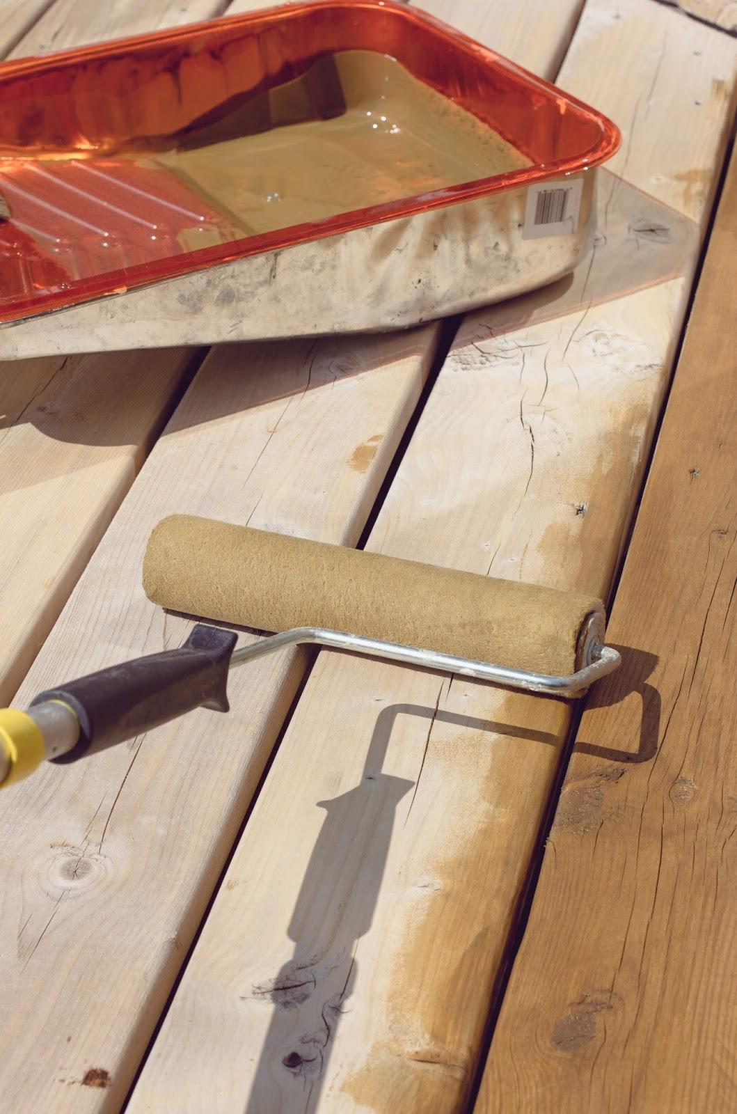 Staining-Behr-Premium-Deck