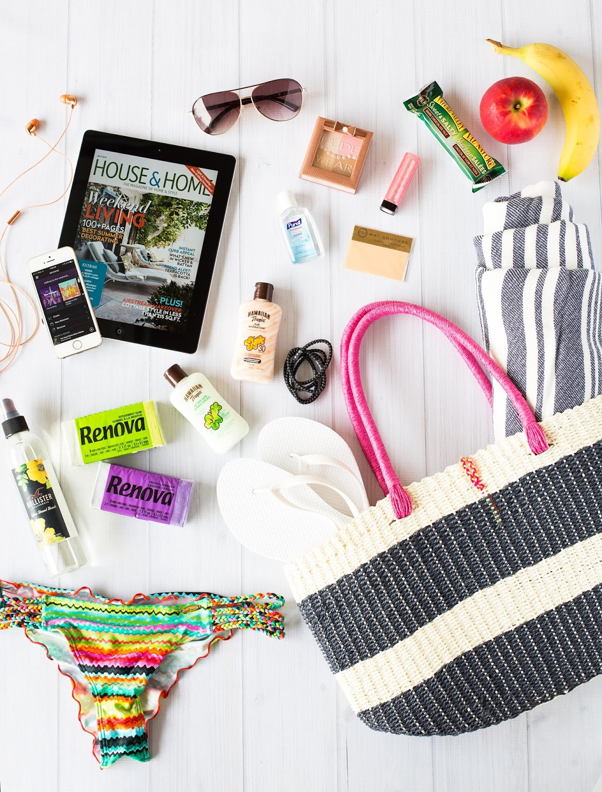 What's In My Beach Bag? - Brittany Stager