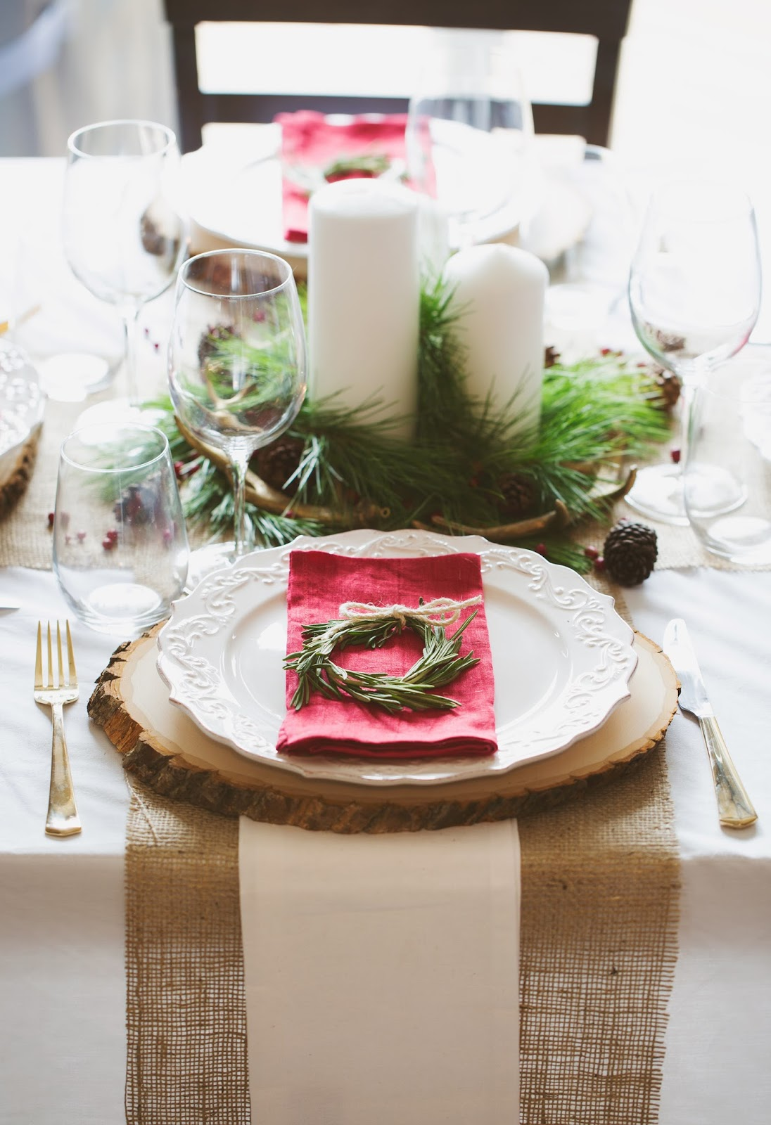 Leons Decorated Table Hello Holiday Guide