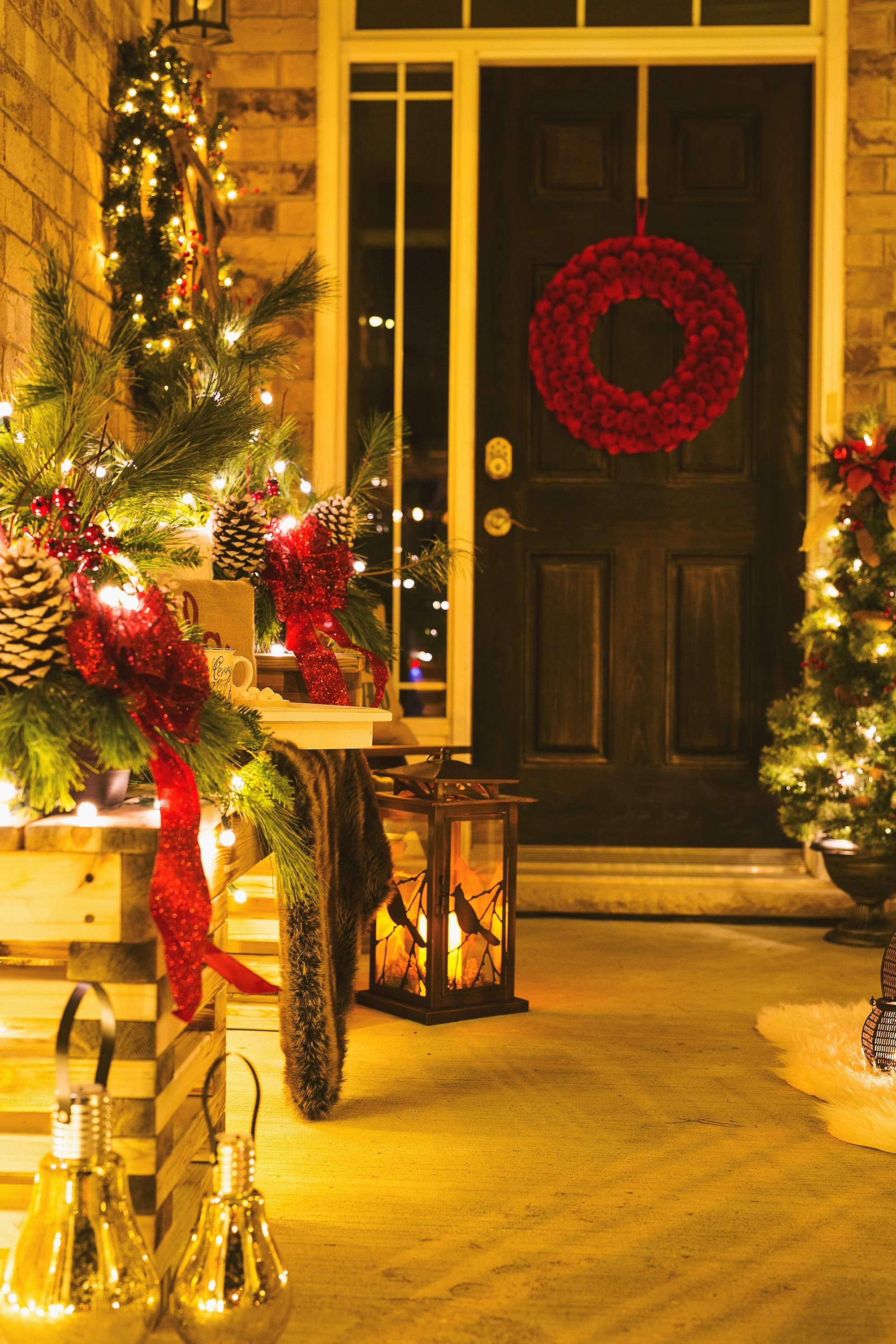 front-porch-door-christmas-decor