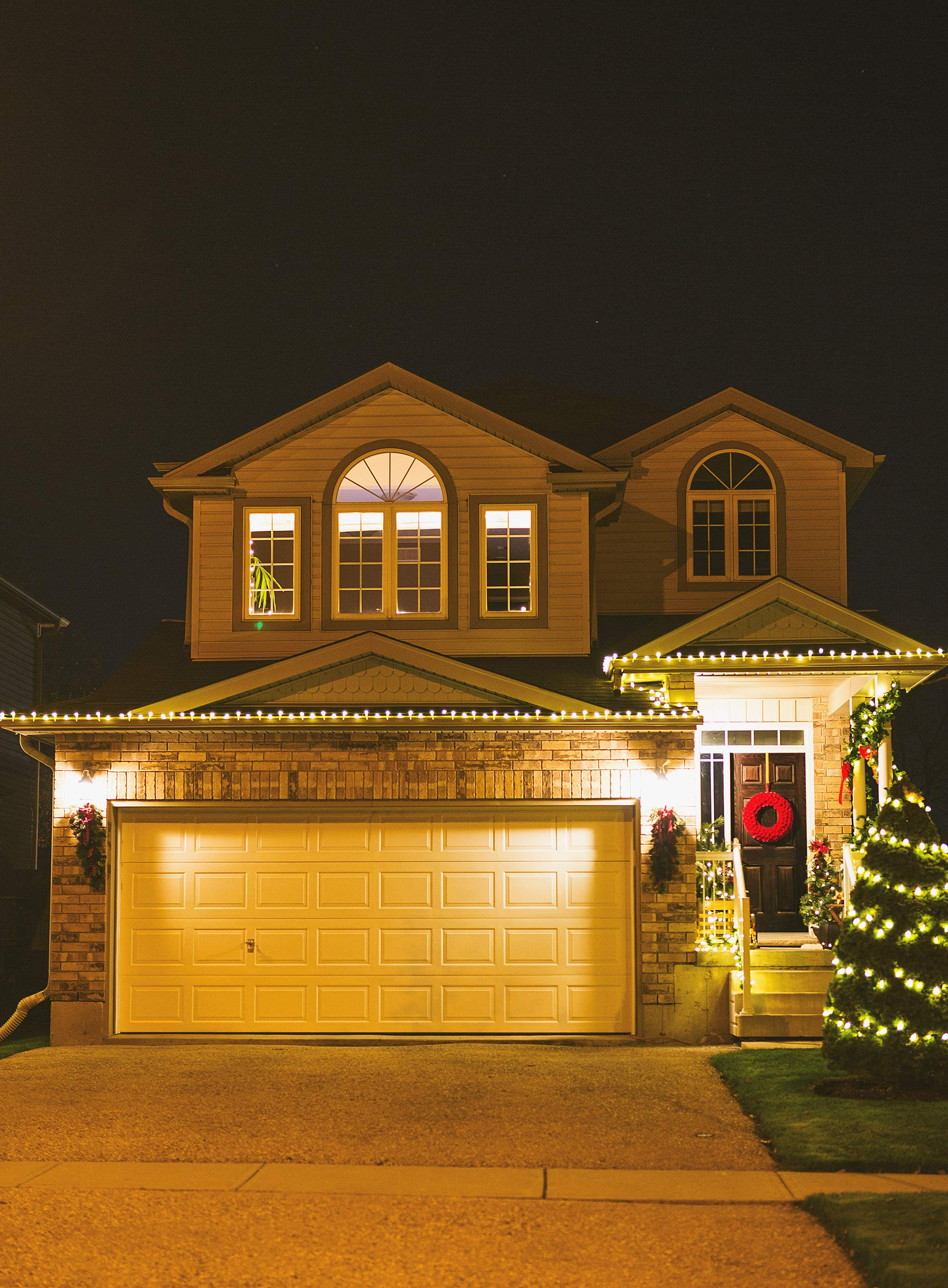 house-decorated-for-christmas-2016