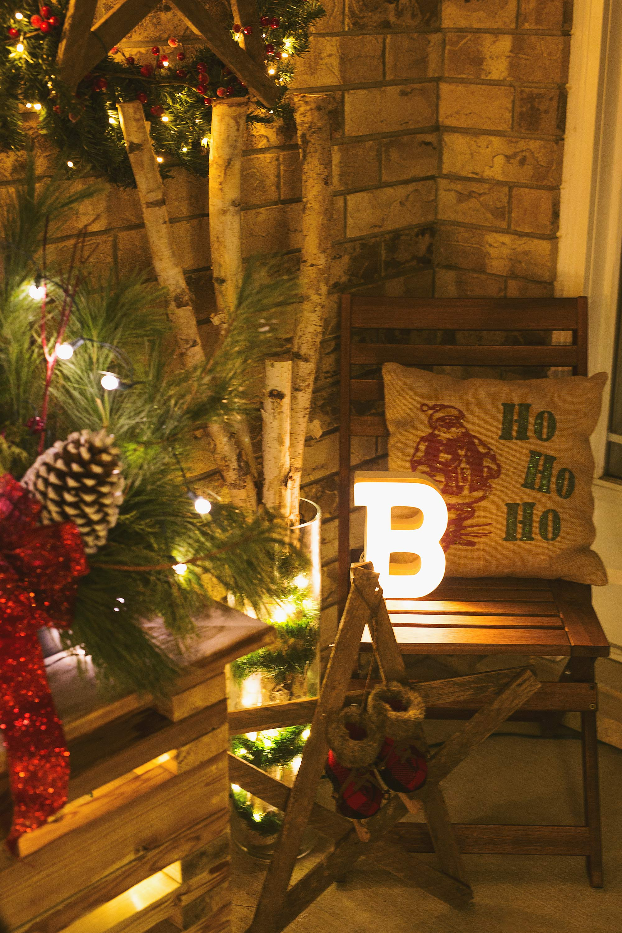 rustic-christmas-porch-decor