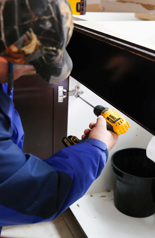 renuit-installing-new-doors